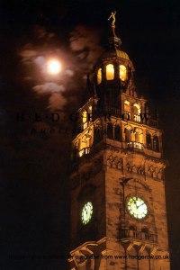24964_sheffield_town_hall_at_night_hazy_moon_sheffield