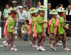779px-Gion-Matsuri-parade-001