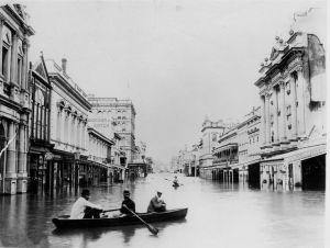 795px-1893_Brisbane_flood_Queen_St