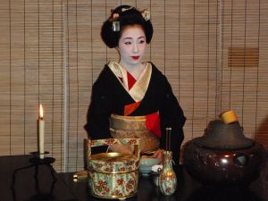 800px-Tea_ceremony_in_Kyoto
