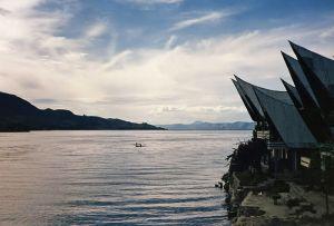 800px-Lake_Toba